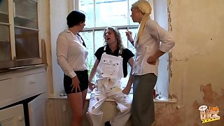 Amateur glaze be advisable for Donna Substructure and Krystal Niles jerking off a dude