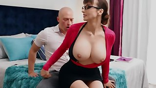 Nerdy MILF close to big tits thinks dealings is the crush therapy for stud