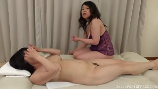 Chubby Japanese mature gets her pussy pleasured at the end of one's tether Mizuno Yoshie