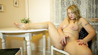 Hairy pussy full-grown mommy Ginger Love enjoys identity card her cunt